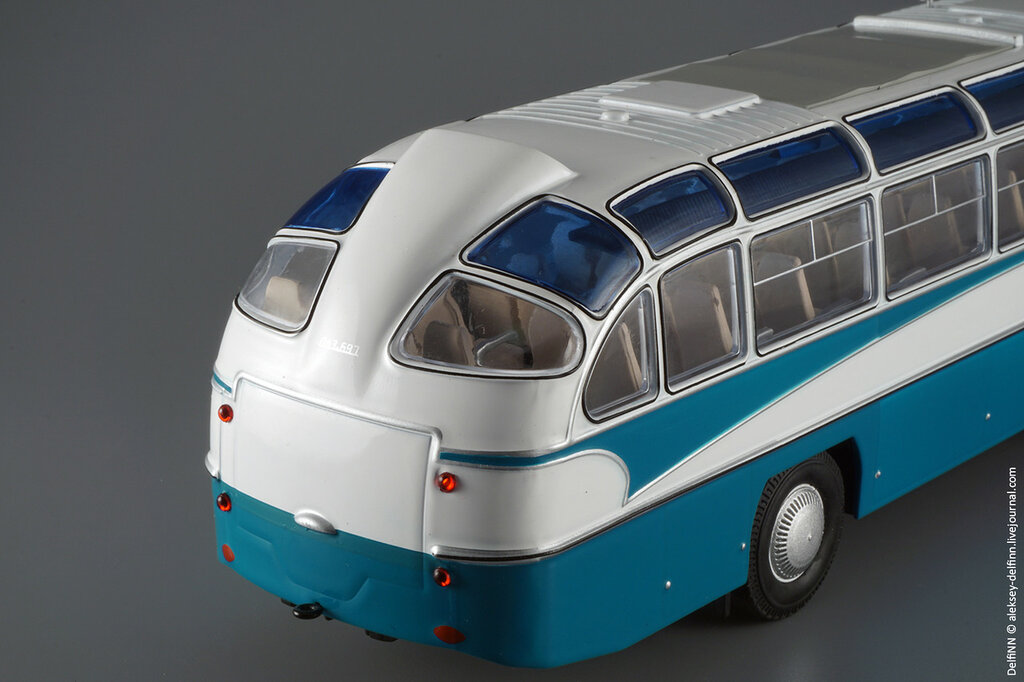 ЛАЗ-697Е-210.jpg