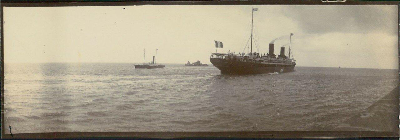 Гавр. Трансатлантический пароход «Савой» выходит из гавани
