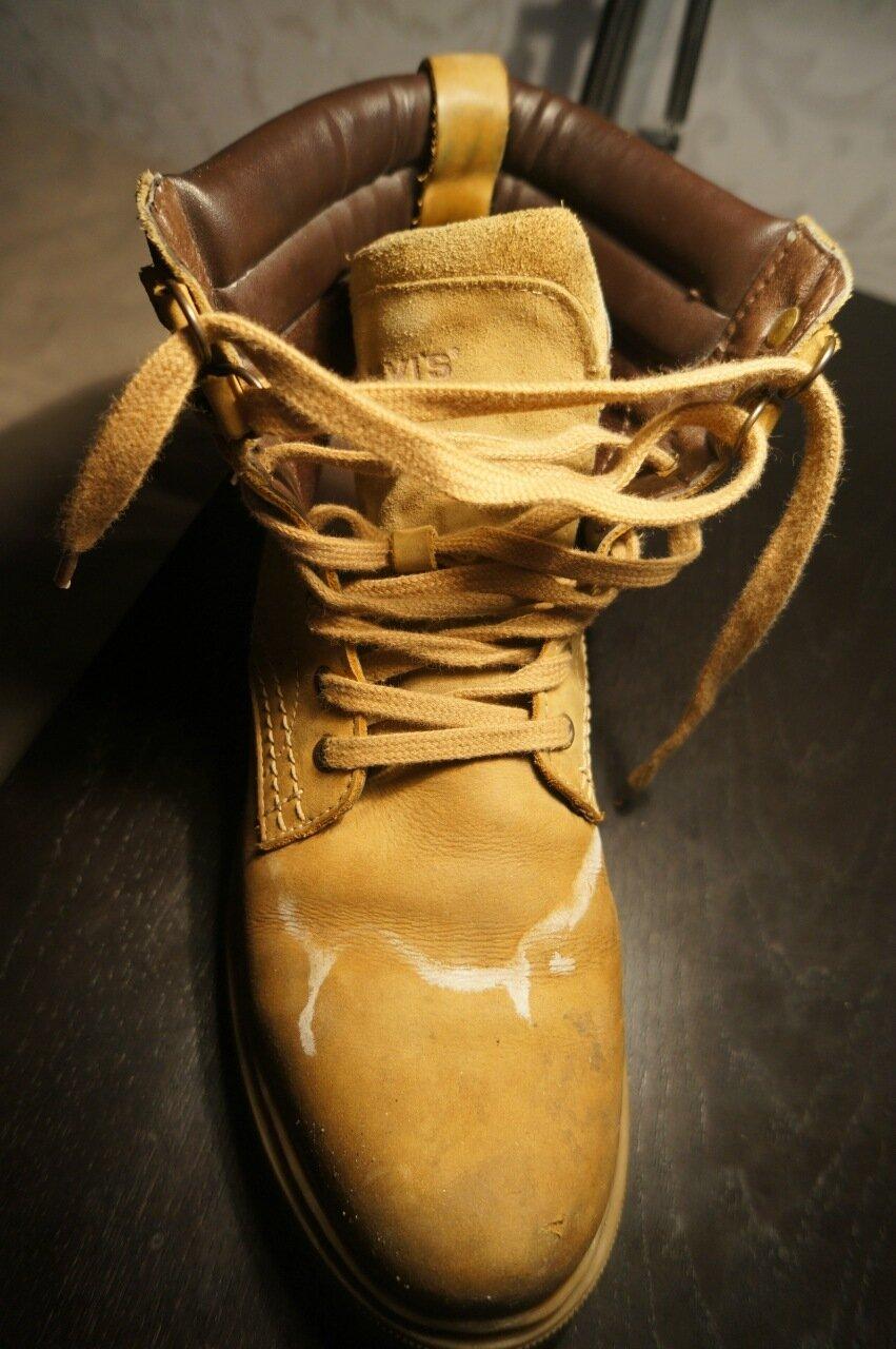 Начал таять снег, обувь