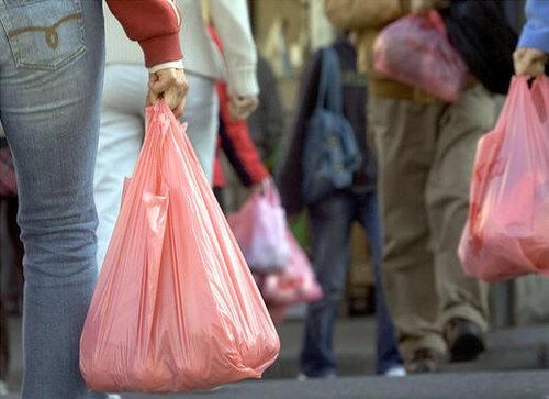 Соцопрос показал готовы ли граждане отказаться от пакетов