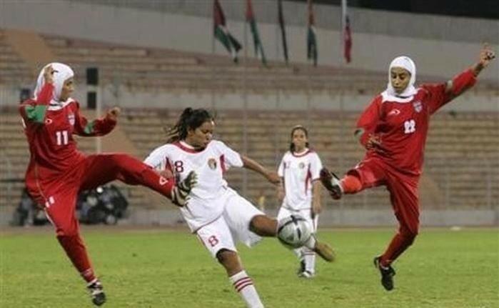 Неспортивное поведение (футбол)