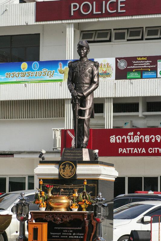 Памятник королю Таиланда