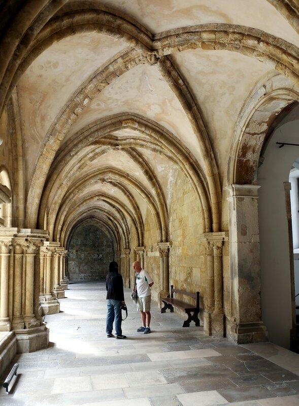 Коимбра. Кафедральный собор или старый собор (Sé Velha)