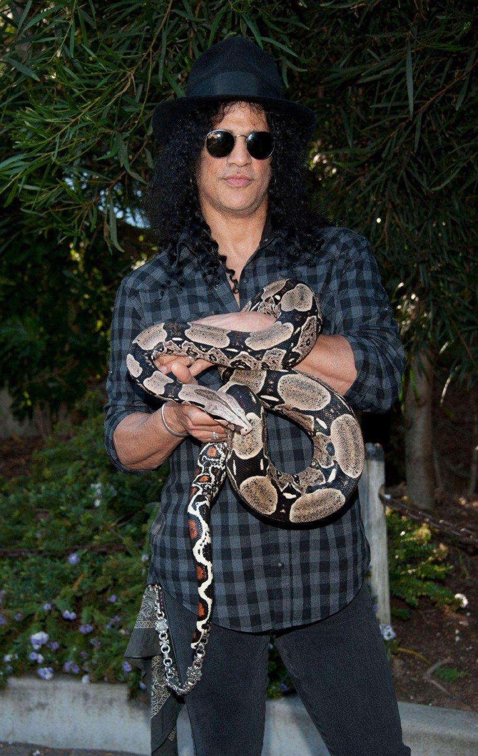 Популярный гитарист и участник американской рок-группы Guns N' Roses просто обожает рептилий. Когда-