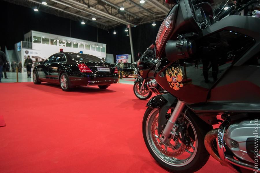Но главной звездой выставки, конечно, являются машины и мотоциклы, составляющие актуальный кортеж пр
