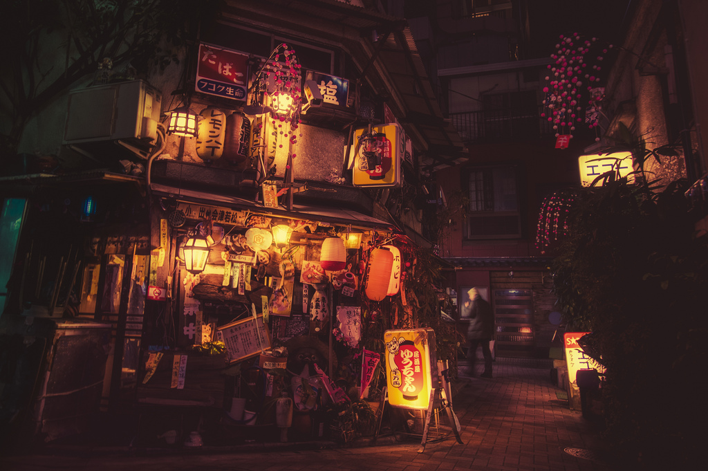 Cinematic Photographs of Tokyo at Night by Masashi Wakui