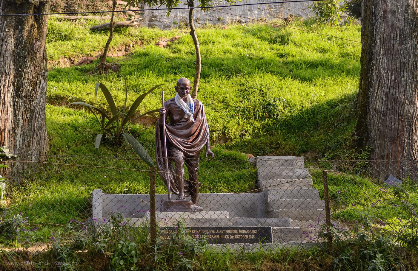 Фотография 6. Самый почитаемый гражданин Индии Моханда́с Карамча́нд «Маха́тма»Га́нди. Его скульптуры вы будете часто встречать во время самостоятельной поездки по стране. 1/400, 2.8, 160, 58.