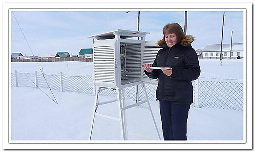 На снимке: Совсем недавно в Баймаке была своя метеостанция... На снимке — начальник станции  Л.Я. Филина, март 2013 года.