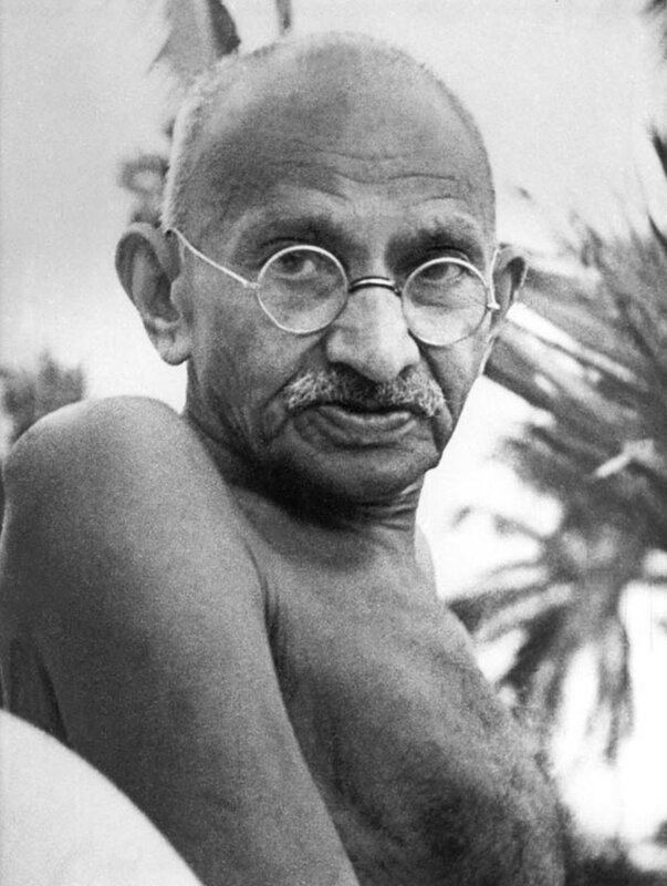 Махатма Ганди Gandhi_Juhu_May1944.jpg