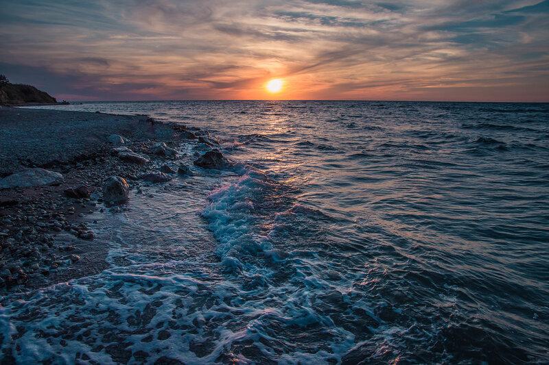 Нежно с морем прощалось...