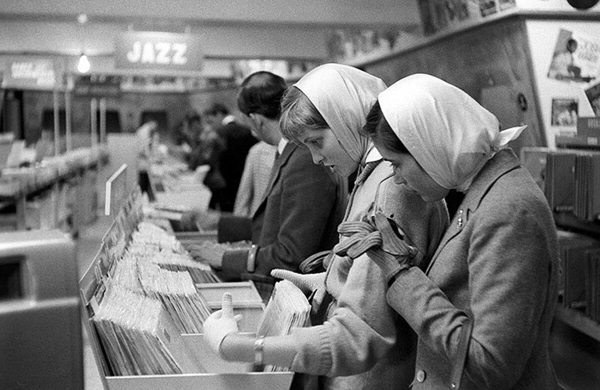 1958. Музыкальный магазин «HMV» на Оксфорд-стрит