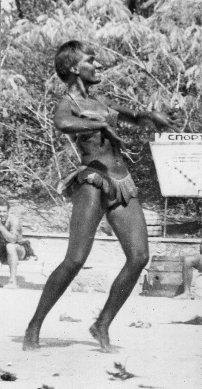 1971. Мулатку в Алуште-71 звали Наташей. А фамилия её - Жило