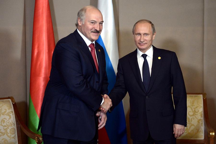Путин и Лукашенко, встреча в Боровом, Казахстан, 15.10.15.png