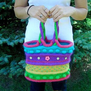 Вязанка-валянка - полосатая сумка с шишечками, бусинами.