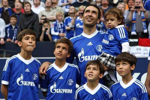 Raul con hijos 12