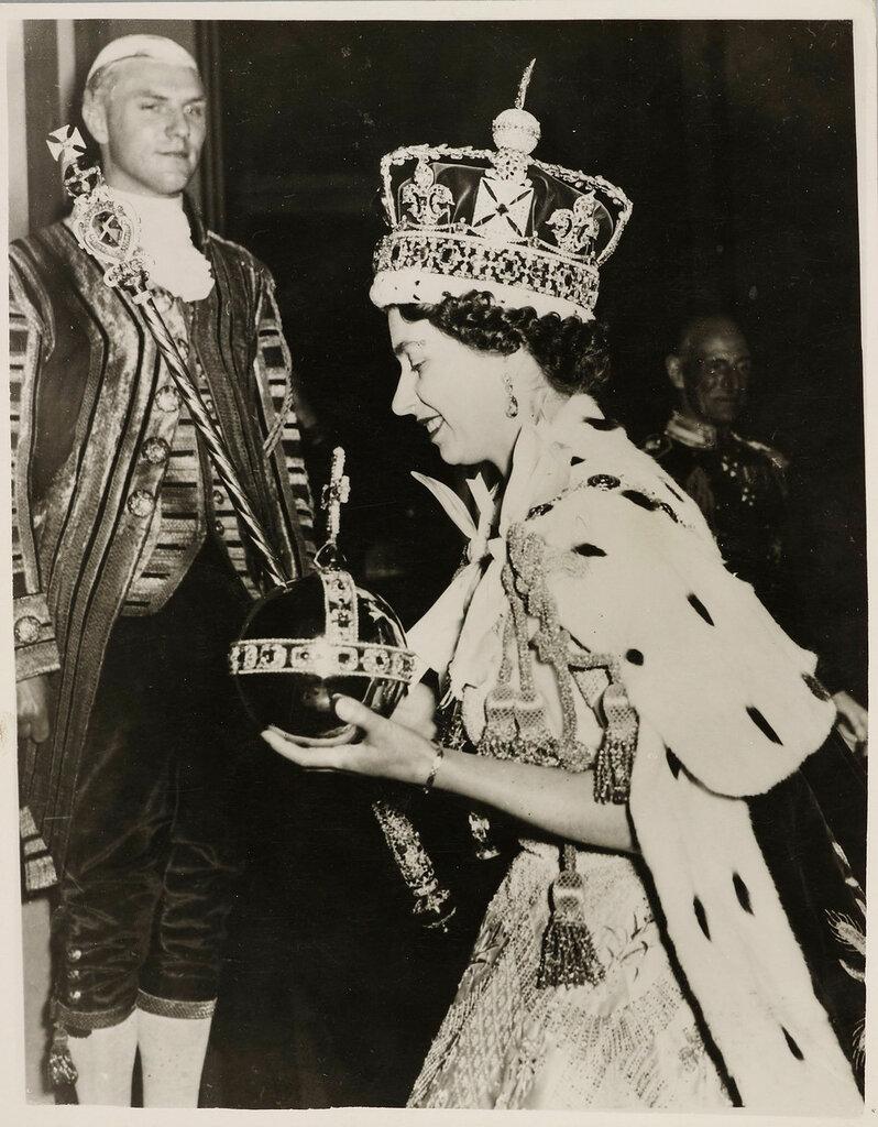 Keystone Press AgencyHM Queen Elizabeth II Crowned  2 Jun 1953