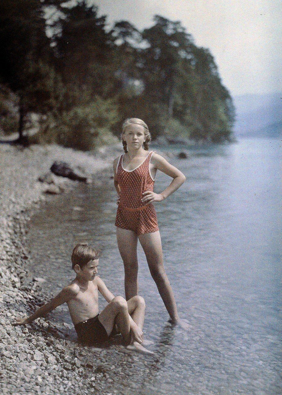1927. Ева и Хайнц на берегу Фирвальдштетского озера, Швейцария