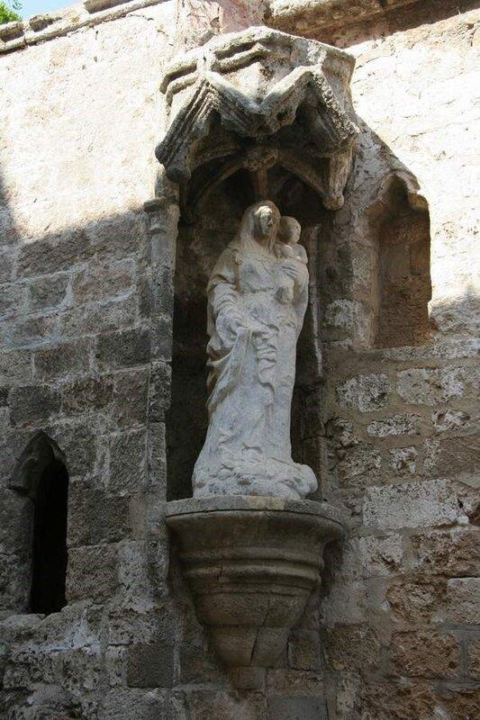 Статуя Богоматери на улице Рыцарей