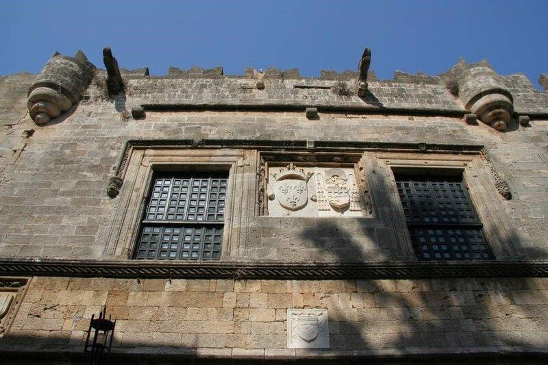 Родосская крепость, Здание на улице Рыцарей