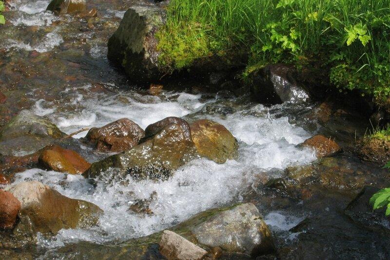 Пиначевский перевал, Камчатка, горный ручей