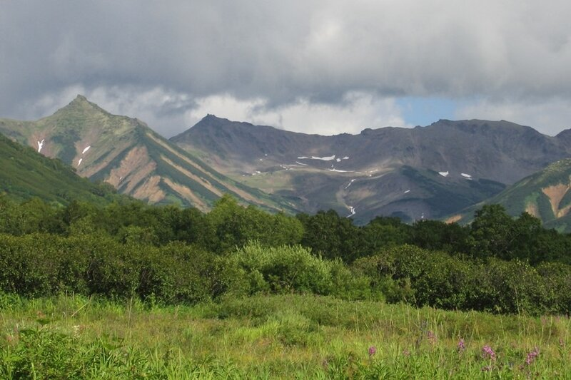 Горы у кордона Семенова, Пиначевская долина, Камчатка