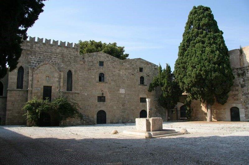 Старинная площадь