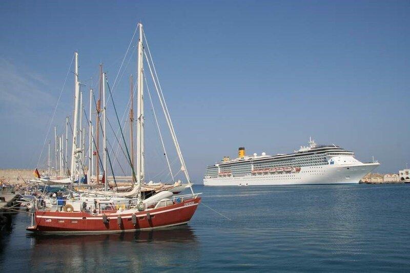 Суда и яхты в гавани