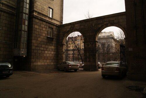 Каменноостровский, дворы