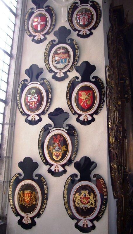 Рыцарские гербы на стене в коронационной часовне замка Frederiksborg.