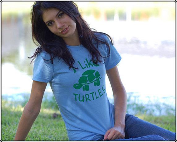Девчонки в футболках