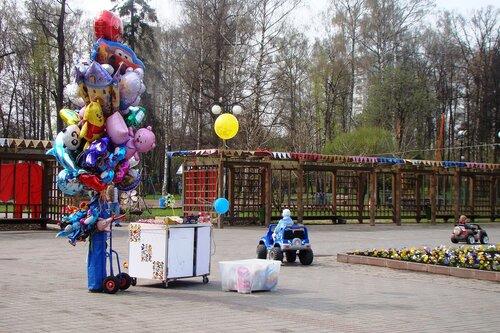 Мая ярмарка выходного дня в парке