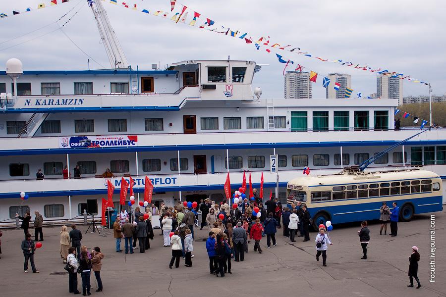 Встреча участников круиза Москва Майская Синий троллейбус у теплохода Николай Карамзин