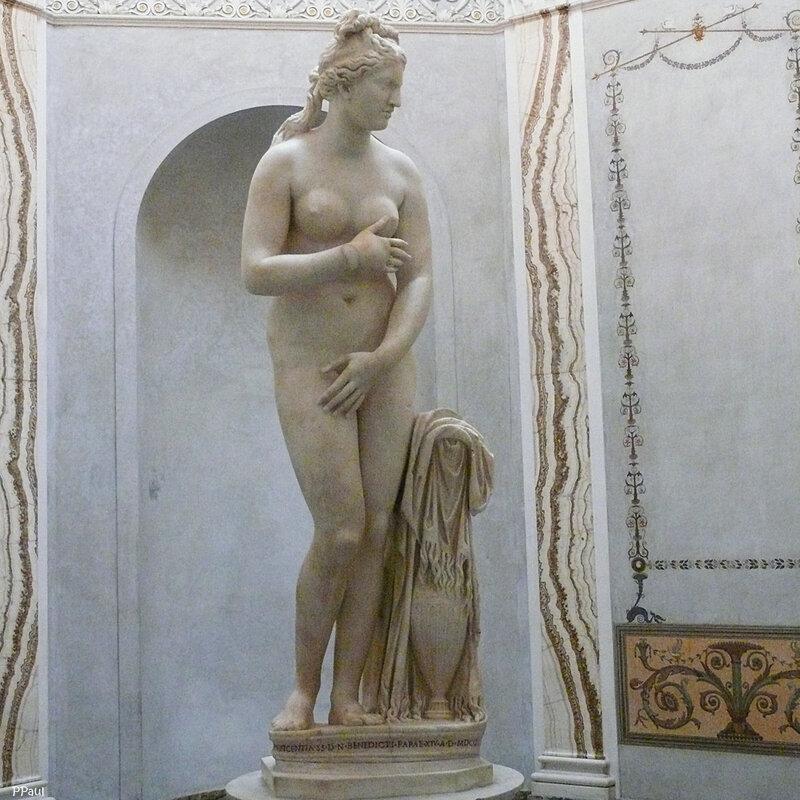 Афродита (Венера) Капитолийская Римская работа, созданная предположительно II веке по греческому образцу IV века до н. э., находится в Риме в Капитолийском музее. Статуя была найдена в Риме между 1667 и 1670. Является даром папы Бенедикта XIV музею.