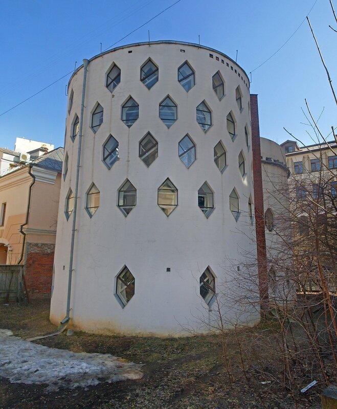 Дом Константина Мельникова(двор).