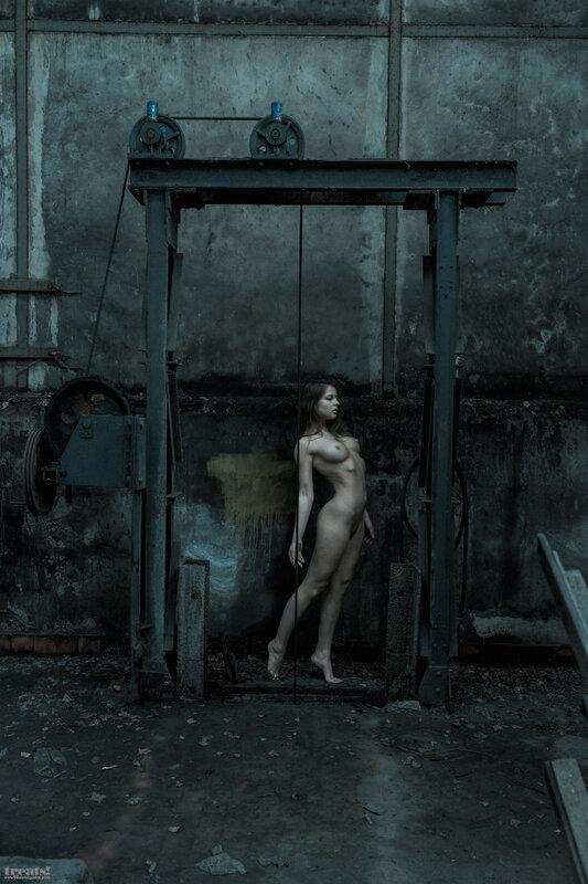 Julia Zu by Jeremy Gibbs