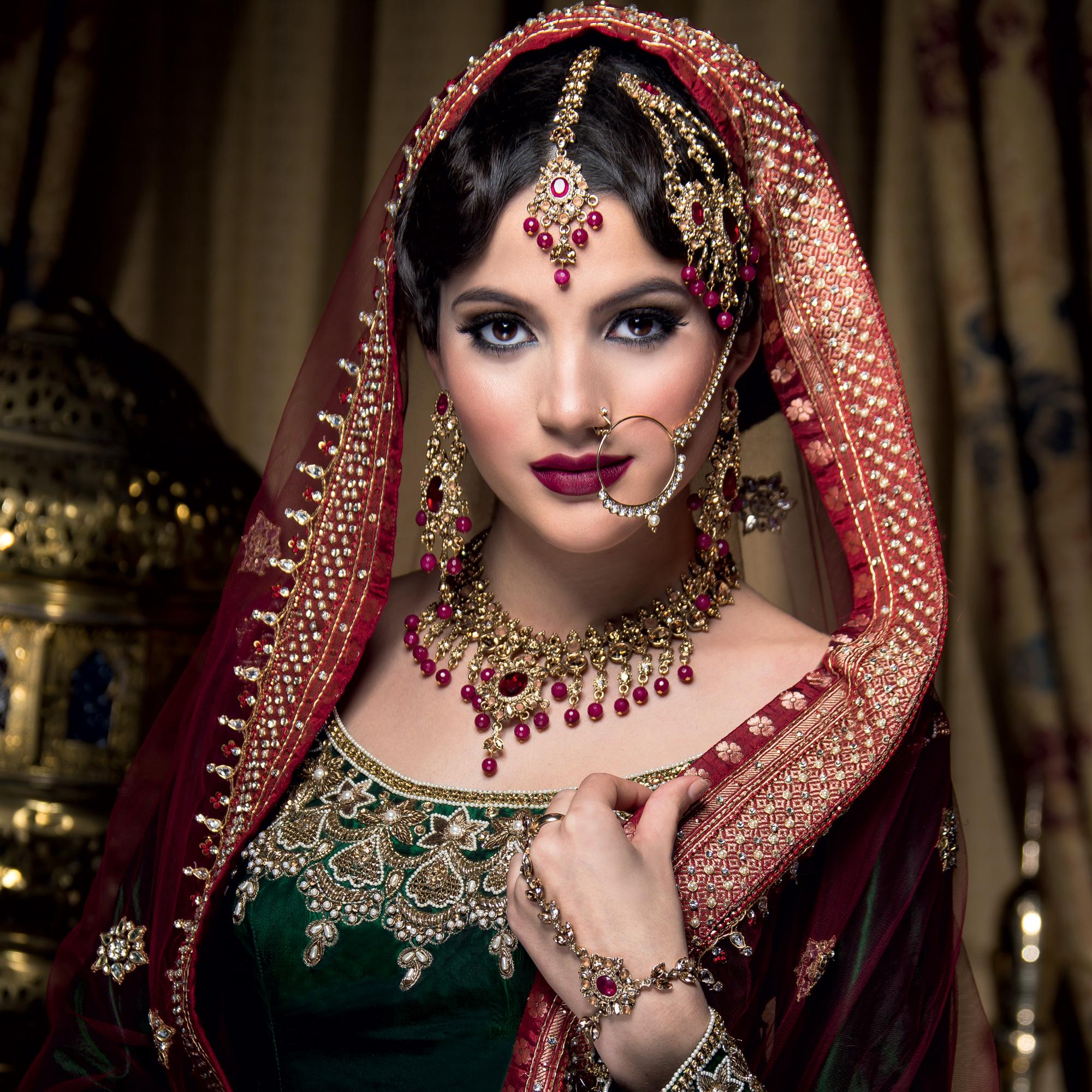 Поздравление костюмированное по-индийски