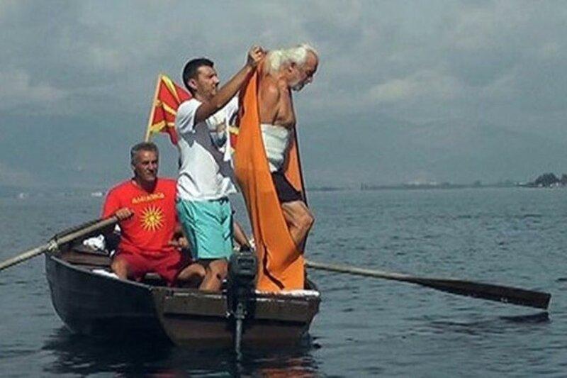 Болгарин на свой юбилей переплыл озеро в мешке 0 1c7641 b012517c XL