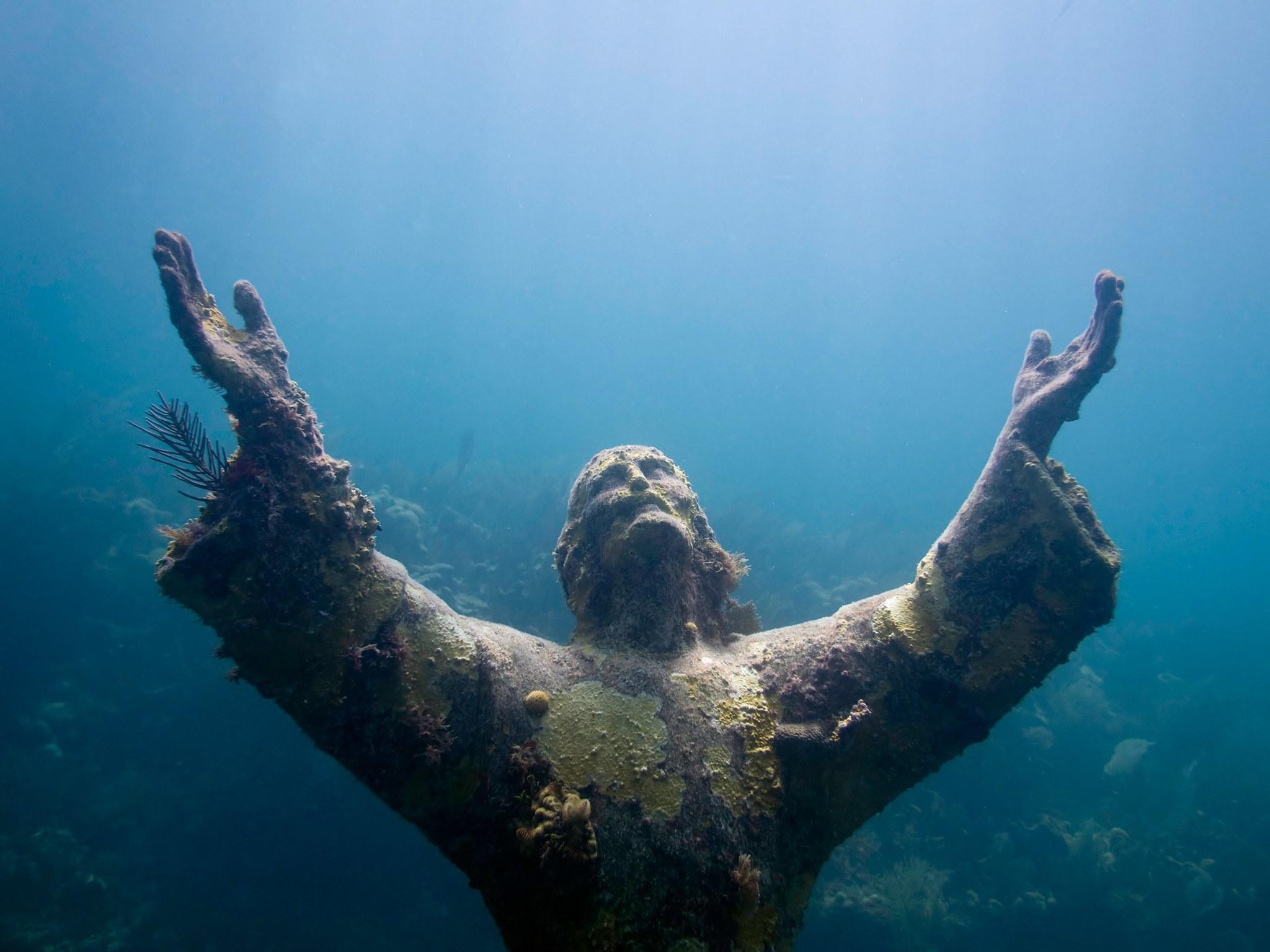 7. Христос из бездны, Ки Ларго, Флорида, США. Вторая версия знаменитой статуи, установленная в район