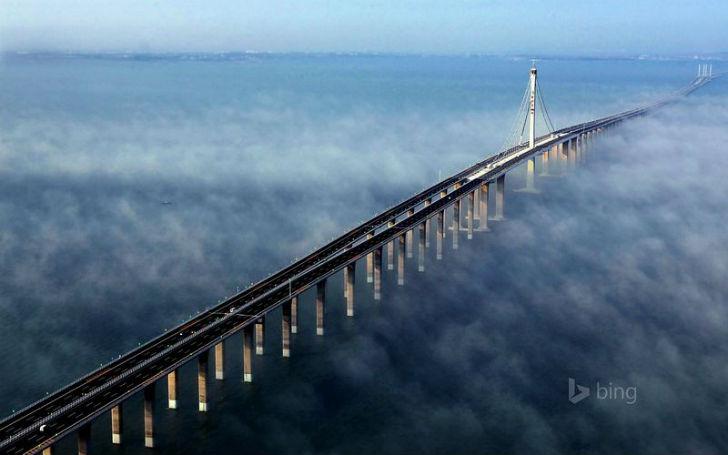 Мост-дамба через озеро Пончартрейн являлся монументальным достижением для инженеров-строителей не то