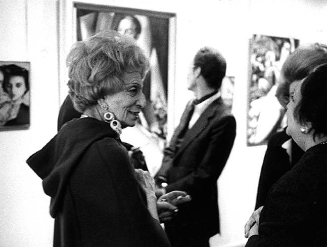 1972Ретроспектива Tamara`s работы проходившей в галерее Люксембургского в Париже, организованной Alain Блондель