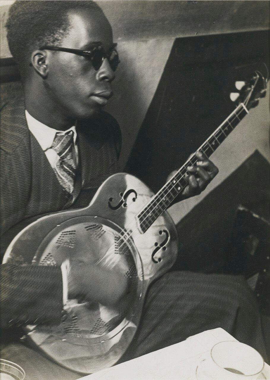 1932-1933. Слепой музыкант в «La Cabane Cubaine»