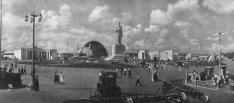 Москва Монумент Сталина на площади Механизации (1939) ВСХВ.jpg