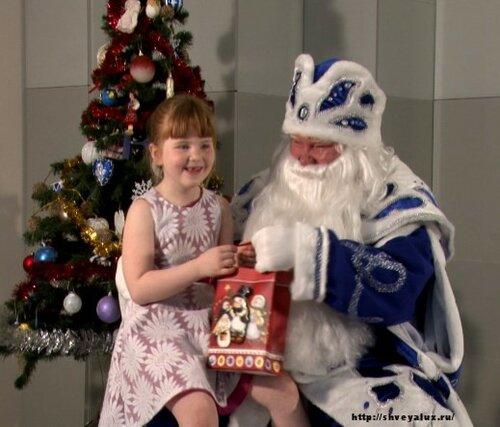 Дед Мороз и девочка