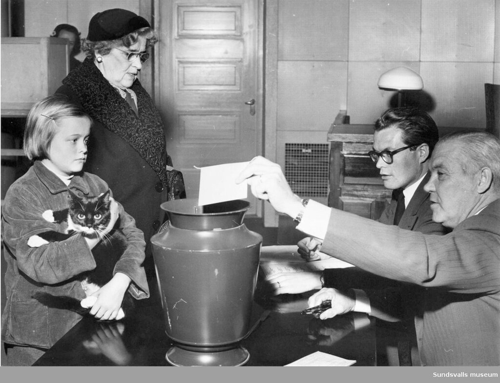 Valet, folkomrostning. Sverige (SE)  Medelpad  Vasternorrland  Sundsvall  Sundsvall,  1957-10-14.