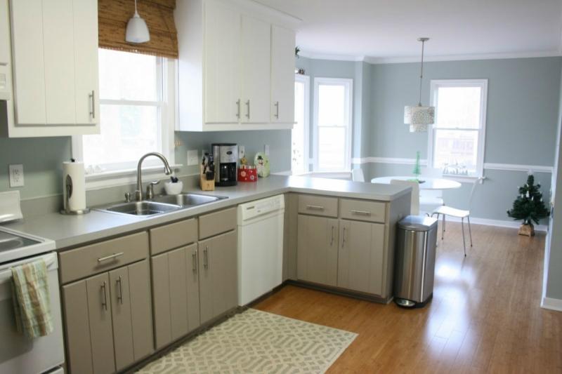 Дизайн кухни в светлых оттенках фото 13