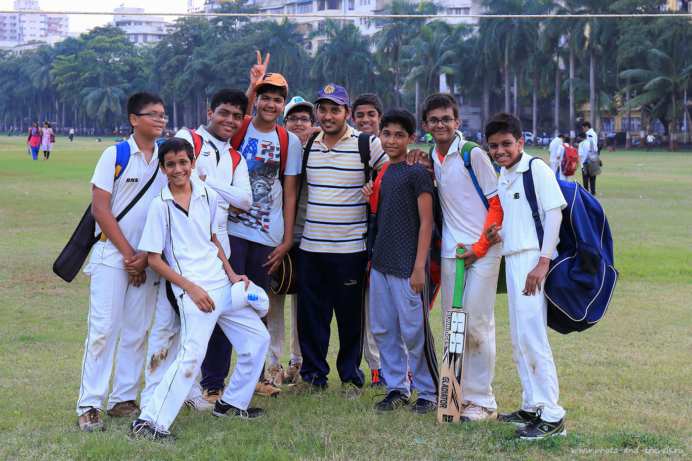 Фото 32. Игроки-мальчишки в Мумбаи.Отчет о путешествии по Индии самостоятельно. (Canon EOS 6D. Canon 24-70, параметры 1/25, -1eV, f9, 53 mm, ISO 320)