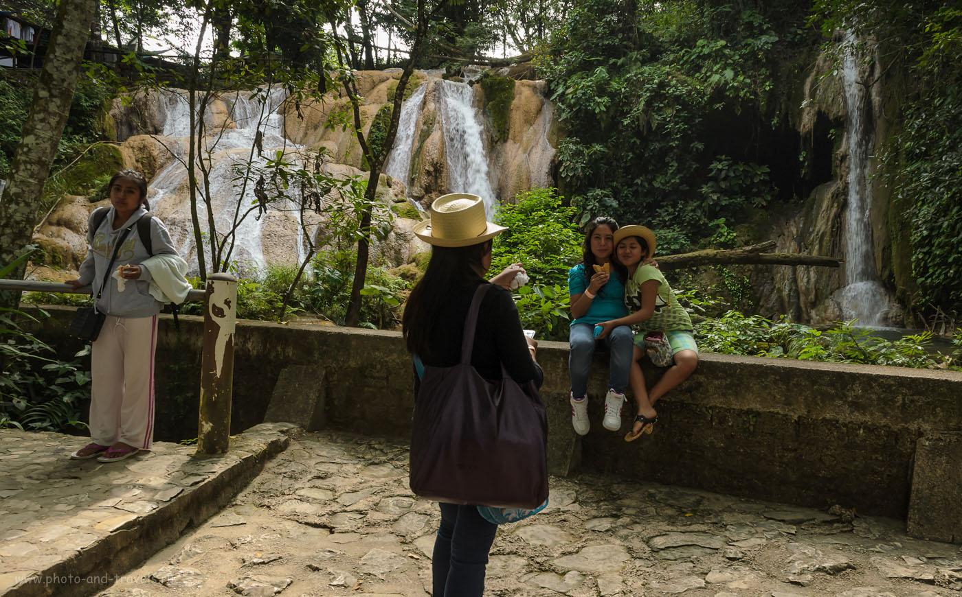 Снимок 4. Фотосессия у водопада Агуа-Асуль (Cascadas de Agua Azul) . Отдых в Мексике в ноябре. Отчеты туристов о самостоятельной поездке по стране.