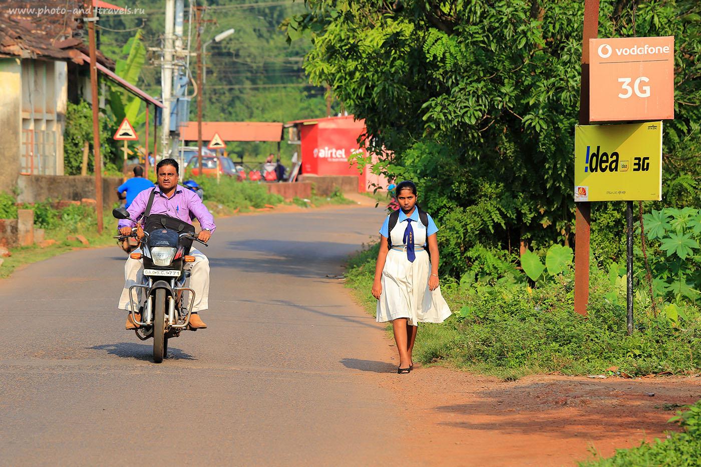 Фото 1. Мотоциклист и школьница. Отдых в Южном Гоа в октябре. Отчет о самостоятельной поездке в Индию (фотоаппарат Canon EOS 6D, объектив Canon EF 24-70mm f/4L IS USM,1/250, 0eV, f8, 192mm, ISO 100)