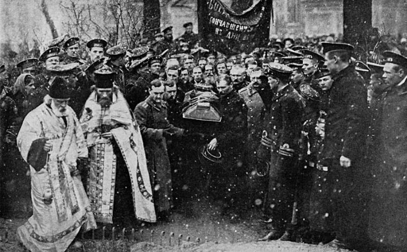 123602 Похороны морского офицера, убитого революционными матросами.jpg