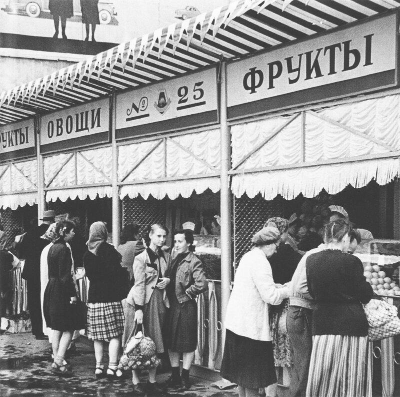 355251 Овощная палатка у Никитских ворот 1955 Д. Козлов.jpg